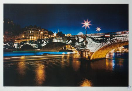 JR-28 Millimetres, Women are Heroes - Exposition de Paris, Pont Louis-Philippe de nuit-2009