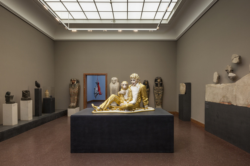 Jeff Koons - Michael Jackson and Bubbles, 1988, installation view at Liebieghaus Skulpturensammlung, Frankfurt