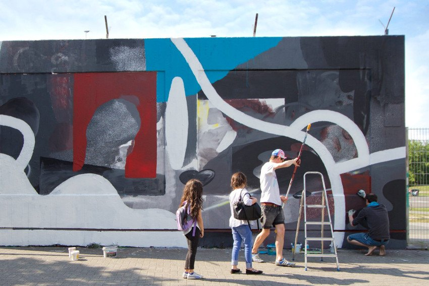 Johannes Mundinger and Kid Cash - work in progress, mural at Berlin Tempelhof Airport, 2016