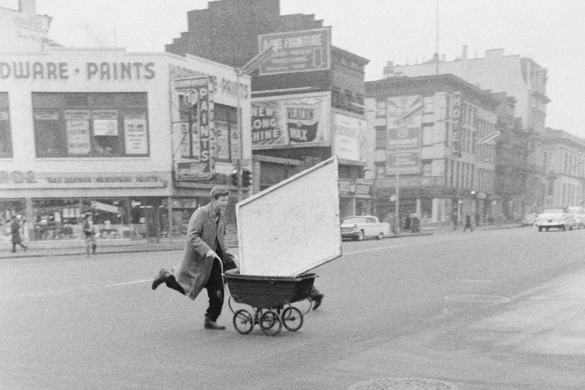 John Cohen - Red Grooms transporting artwork to Reuben Gallery, New York, 1960 (detail)
