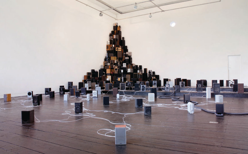 John Wynne - Installation for 300 speakers, Pianola and vacuum cleaner , 2009 - Photo Credits sensitivebrigade.com