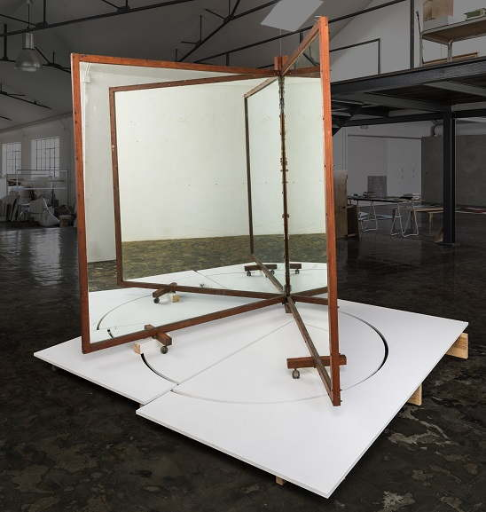 José siza Croft, No title in portuguese, 2017, wood and siza mirror, 245x245x245 cm, photo siza portugal, courtesy Galeria siza de Alvear