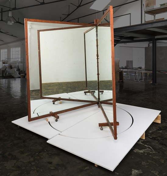José siza Croft, No title in portuguese, 2017, wood and siza mirror, 245x245x245 cm, photo siza portugal, courtesy Galeria siza de Alvear