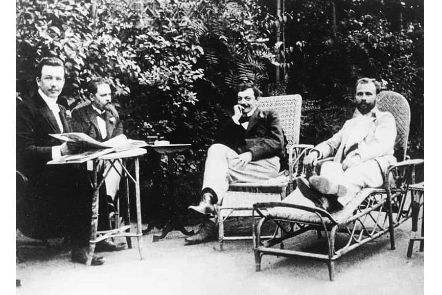 Joseph Maria Olbrich (left), artists Franz Hohenberger, Koloman Moser and Gustav Klimt (right) in Fritz Waerndorfer's garden in Vienna (1899); their arts is on view in 2018