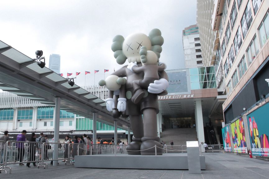 KAW:CLEAN SLATE, 2014, companion figure in Hong Kong