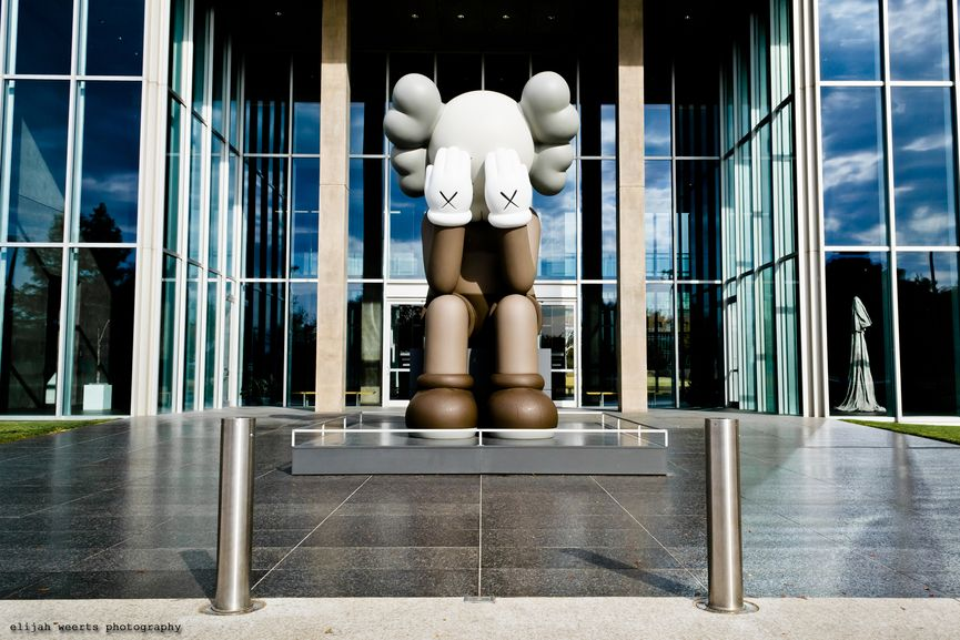 KAWS:PASSING THROUGH, 2012, companion figure in Texas