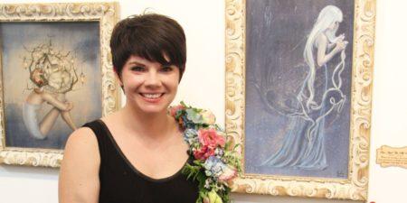 Kari-Lise Alexander in front of her work 'When One Wonders'