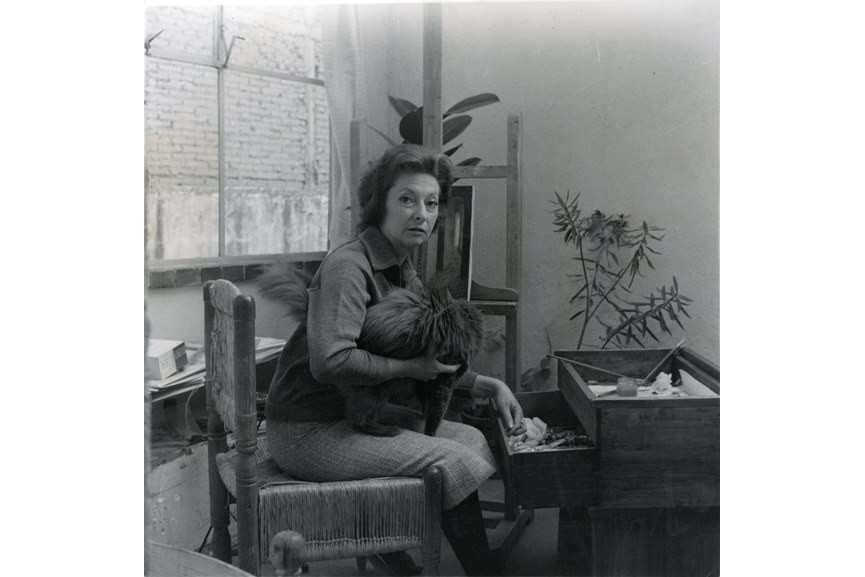 Kati Horna - Remedios Varo in her studio