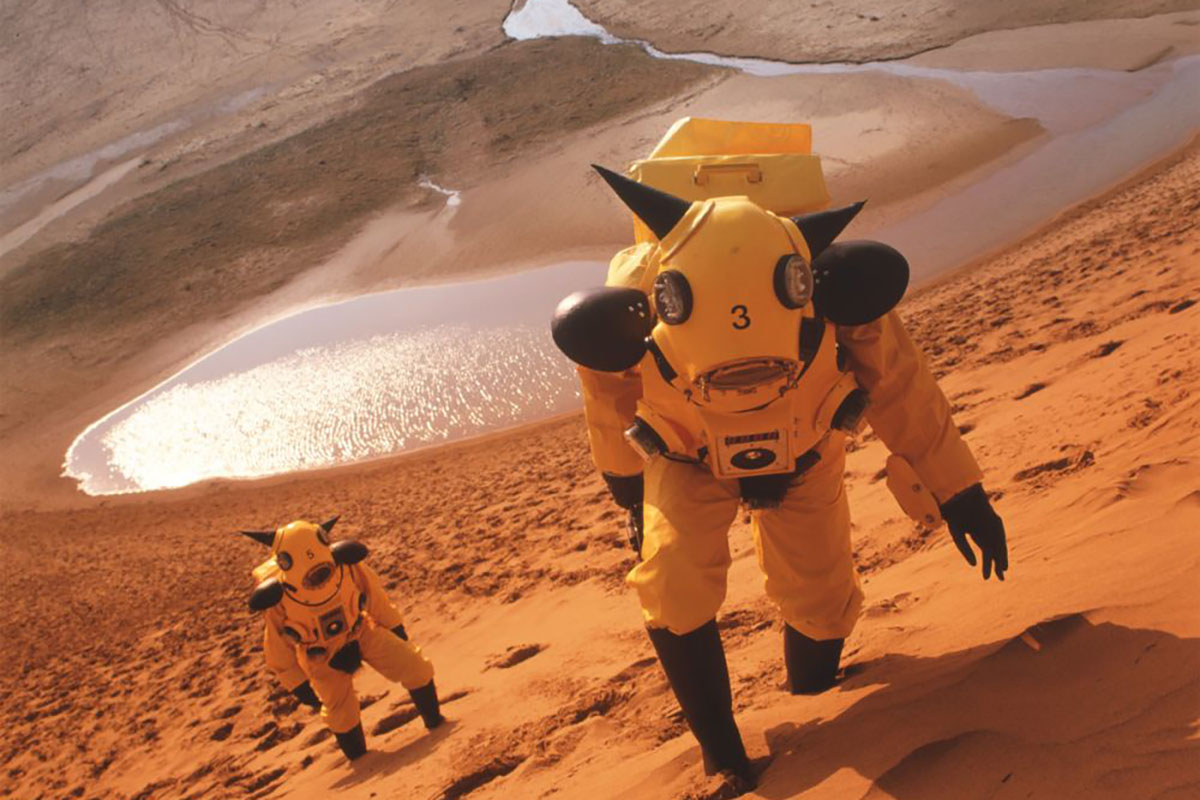 Kenji Yanobe - Atom Suit Project – Desert.