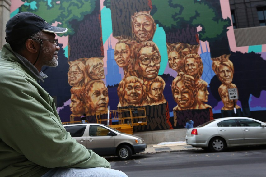 Kerry James Marshall - The artist in front of his Chicago mural