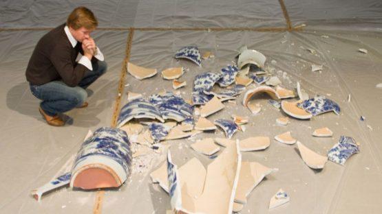 Kris Martin with Vase (2005)