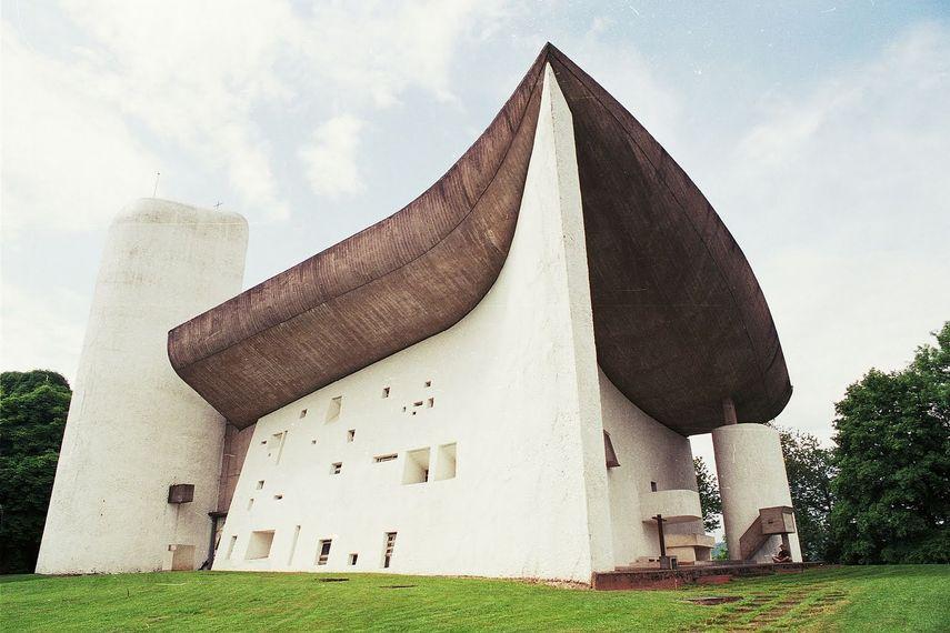 Le Corbusier - Notre Dame du Haut, 1954 - image via pinterest