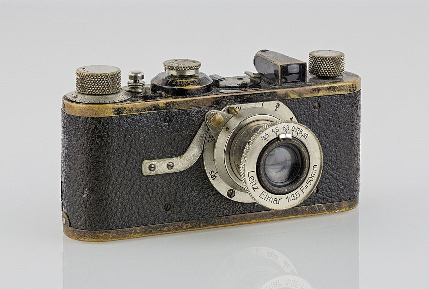 Leica I, 1927. The first film camera with 135 film. Image via wikipedia.org