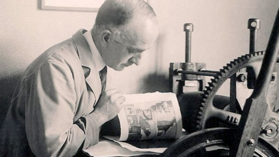 Leonard Beaumont printing his etching 'Fribourg', 1928