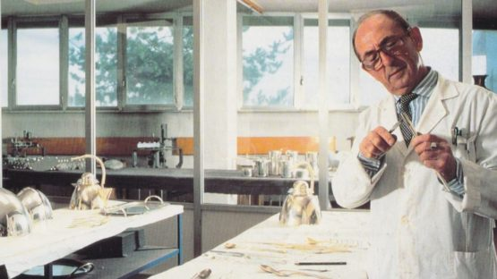 Lino Sabattini in his studio - photo credits of The Estate of Lino Sabattini