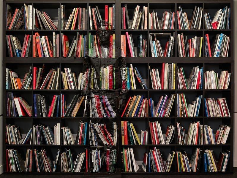 Liu Bolin - ART BOOKS N°2, 2018