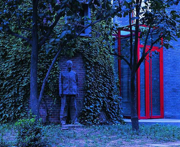 Liu Bolin-Camouflage-2006