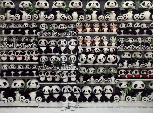 Liu Bolin-Panda (Hiding in the City Serie)-2011