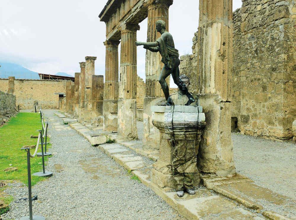 Liu Bolin-Tempio di Apollo, Pompei-2012