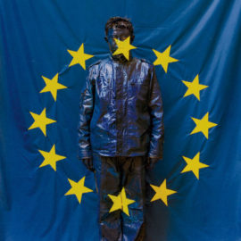 Liu Bolin-UE Flag-2008