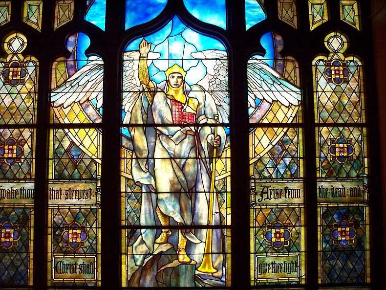 Louis Comfort Tiffany - Angel of the Resurrection, 1904 - studios
