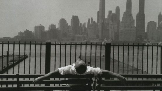 Louis Stettner - Manhattan From the Brooklyn Promenade New York (detail), 1954