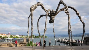 Louise Bourgeois - Maman Sculpture, 1999, ceramic sculpture; bronze sculpture made out of metal makes for a good small sculpture model