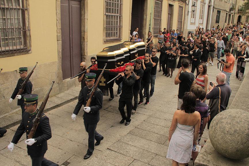 MaisMenos - Funeral, Portugal