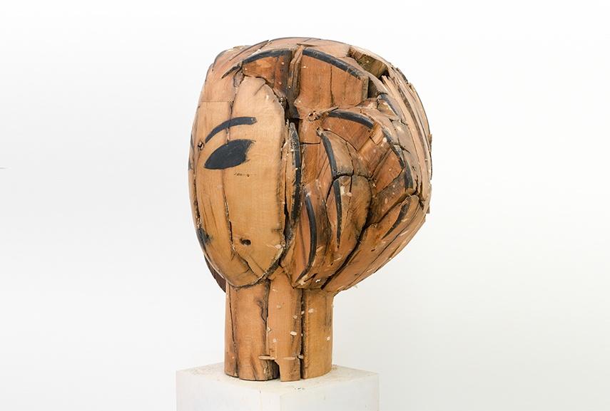 Manolo Valdés, Head (side view), 2016, wood, 37 x 41 x 70 in, Copyright Manolo Valdés, Courtesy Marlborough Fine Art, London