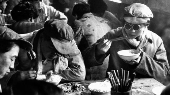 Marc Riboud - China, canteen, 1957 (Detail) - Copyright Marc Riboud