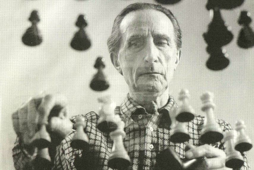 Marcel Duchamp - The photo of Duchamp playing chess on a sheet of glass, 1958 (Arnold Rosenberg is the author)