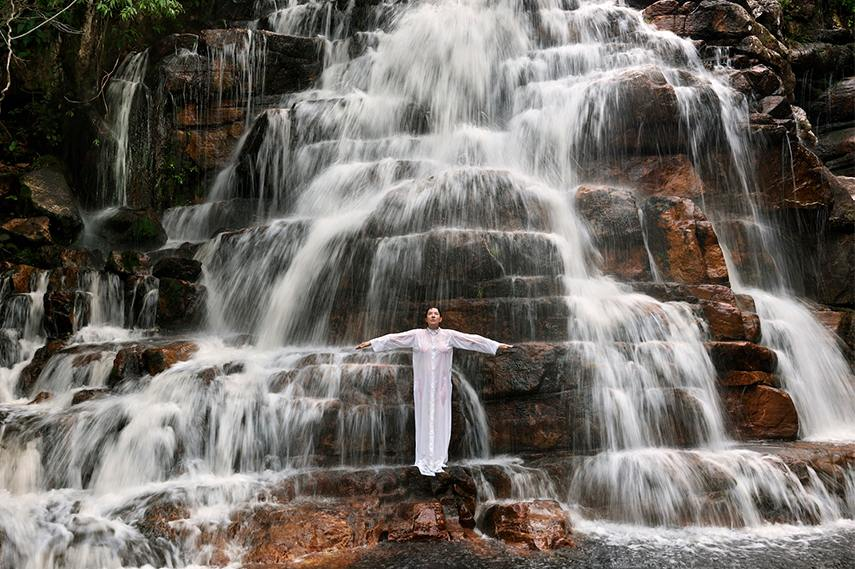 Marina Abramovic - Waterfall, 2014, series in Goias state, Photo - Marco Anelli