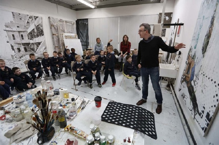 Mark O'Kelly with Creative Generations pupils from St. Patrick's Boys National School, image via businesstoarts.ie