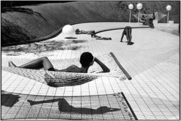 Martine Franck - Swimming Pool Designed by Alain Capeilleres, Le Brusc, Var, France, 1976