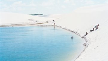 Massimo Vitali, Lençois Lagoa do Peixe, 2013, chromogenic print on Diasec, 180 × 230 cm, courtesy the artist and Ronchini Gallery