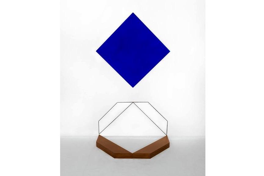 Mehdi Moutashar, Deux carrés dont un encadré (Two squares, one of them framed), 2017, wood, paint, elastic wire. Collection of the artist. Photo © Fabrice Leroux