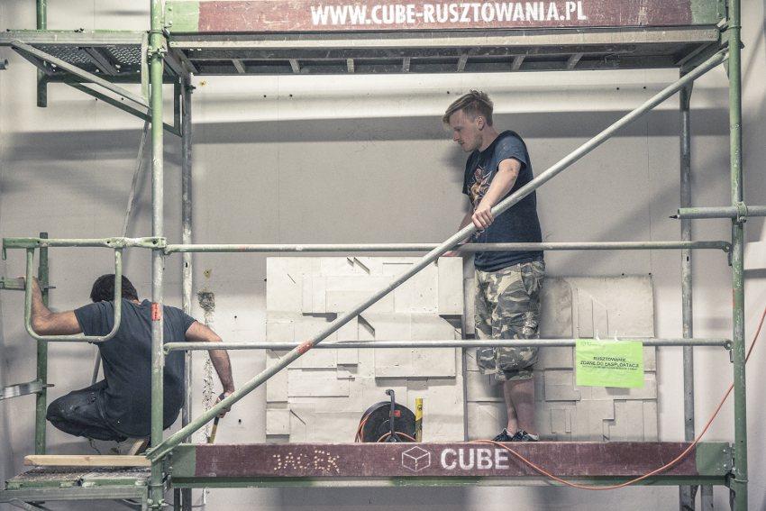 Mozi x Chazme - Monumentalcity relief, work in progress, Traffic Design Festival, Gdynia, 2016, photo by Rafal Kolsut