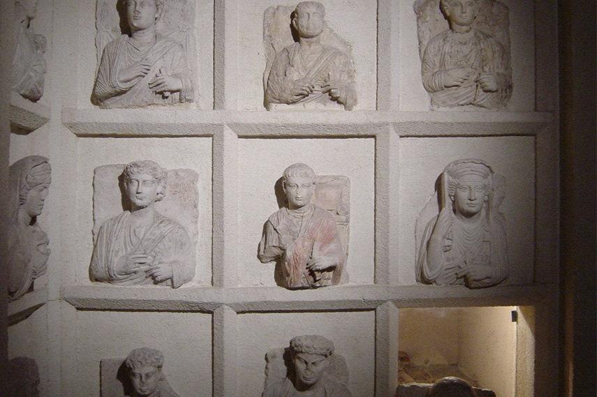 Loculi (burial chambers), Palmira