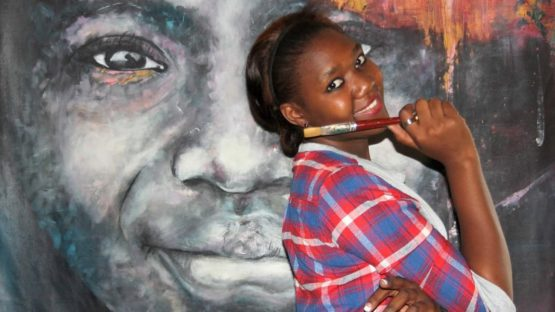 Mwamba Chikwemba with one of her large format paintings - photo via andrewmulenga blogspot rs