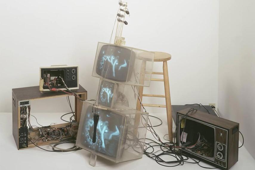 Nam June Paik – TV Cello, 1971