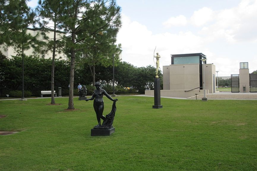 New Orleans Museum of Art Sculpture Garden, visit the museum during the working hours