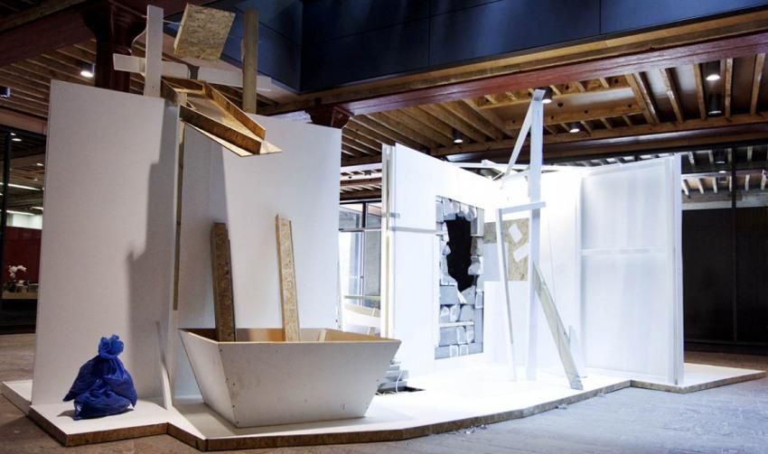 Nural Moser - Deconstructionsite - rauminstallation wall bulb