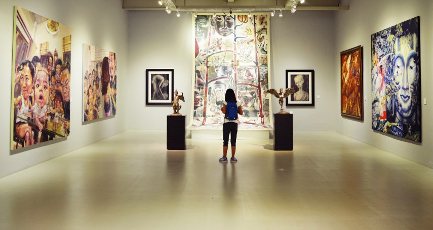 Observing Art Inside an Artists Museum