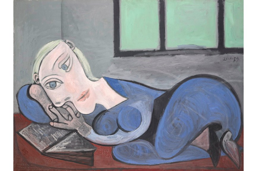 Pablo Picasso - Woman laying reading