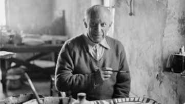 "Pablo Picasso works on the plate ""Picador et torrero"" at the Madoura pottery in Vallauris, Photo by Edward Quinn, A clay face plate becomes white if the earthenware pitcher is able to offer an edition owl decoration"
