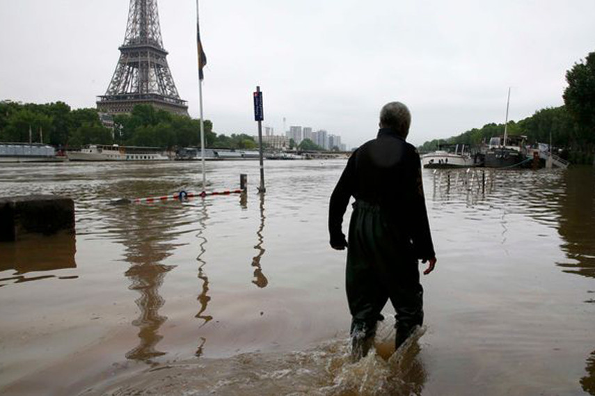 Paris flooding 2016 - Image via Mirror co uk