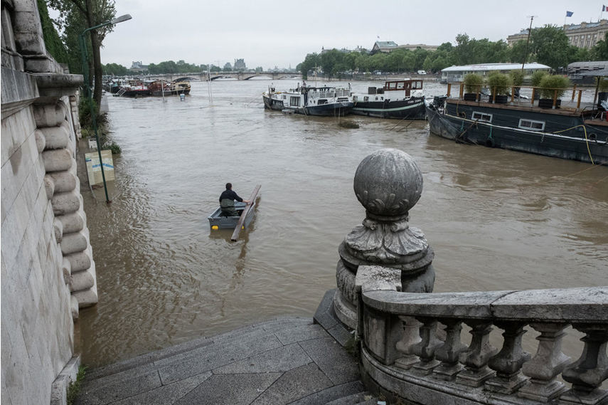 Paris flooding 2016 in front of the Orsay museum - Image via Huffingtonpost co uk