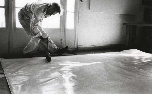 Paul Jenkins working on a canvas in Paris, photo by Shunk-Kender, 1963, abstract, studio, technique
