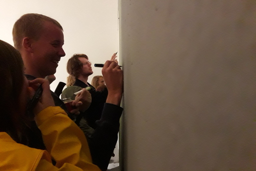 People Reacting to Nipper at Nuart Exhibition 2016