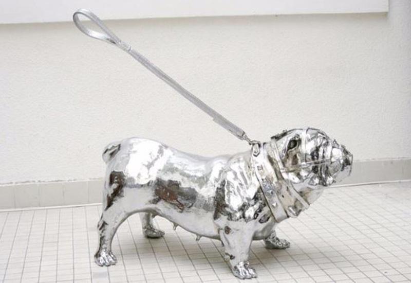 Pradel Fraysse's sculpture of a bull dog and his invisible walker, 2001, image, copyrights © Pradel Fraysse